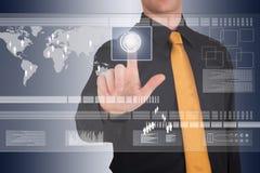 L'homme d'affaires travaille avec l'écran tactile énorme Photos libres de droits