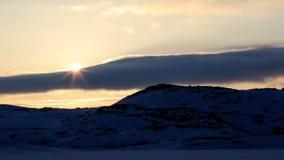 L'horaire d'hiver, rivage de neige, Russie, paysage de belle nature sauvage de nord voit Belle glace d'hiver de neige et paysage  banque de vidéos