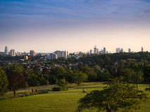 L'horizon de Francfort, Allemagne, vue du Lohrberg Photographie stock