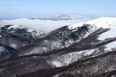L'horizontal montagneux Photographie stock