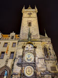 L'horloge astronomique la nuit, Prague, République Tchèque Photo stock