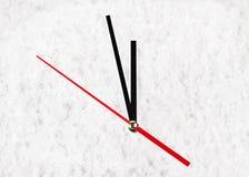 L'horloge dans la neige Photo libre de droits