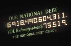 L'horloge de dette nationale des Etats-Unis et de dette nationale à New York City compte l'argent dû par les Etats-Unis photo stock