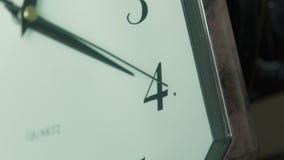 L'horloge fait tic tac banque de vidéos