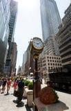 L'horloge sur Fifth Avenue à la tour d'atout Images libres de droits