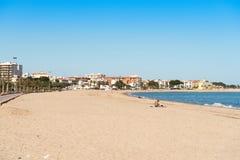 L ` HOSPITALET DE l INFANTE del `, SPAGNA - 24 aprile 2017: Spiaggia sabbiosa Copi lo spazio per testo Fotografia Stock Libera da Diritti
