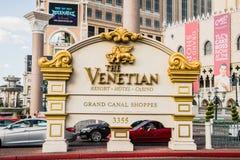 L'hotel ed il casinò di località di soggiorno veneziani estasiano il segno Fotografie Stock Libere da Diritti