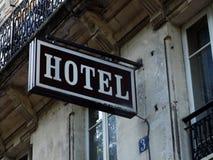 L'hotel esterno generico firma dentro Parigi Immagine Stock