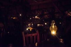 L'hotel sul fiume Kwai di notte Immagini Stock Libere da Diritti