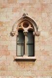 L'hublot du château au mur Images stock