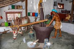 L'huile traditionnelle enfoncent le village, musée de sculpture, maths de Kaneri, Kolhapur, maharashtra photos libres de droits