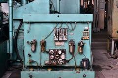 L'hydraulique huile la station sur la machine-outil sur l'équipement industriel  Système de lubrification avec de l'huile sous pr photographie stock libre de droits