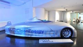 L'hydrogène de BMW H2R a actionné la voiture de course sur l'affichage dans le musée de BMW Photo libre de droits