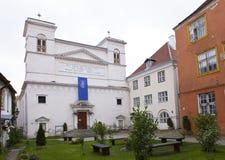 L'iarda del monastero nella vecchia città Tallinn, Estonia fotografia stock
