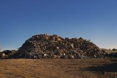 L'iarda dello scarto ha ordinato l'alba del mucchio @ Fotografia Stock Libera da Diritti