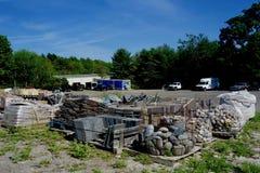 L'iarda di pietra in Maine, U.S.A., costruttori dei muratori recinta gli appaltatori Immagine Stock Libera da Diritti