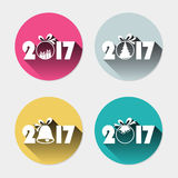 l'icône 2017 plate a placé avec les jouets et la longue partie un d'arbre de Noël d'ombre Photo libre de droits