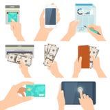 L'icona ha messo con le mani che tengono la carta di credito, lo smartphone, i soldi e la o Fotografie Stock Libere da Diritti