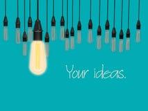 L'idée conceptuelle des ampoules accrochent sur le fond bleu de couleur de lite Images stock