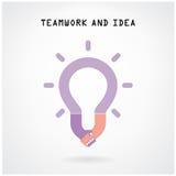 L'idée créative et la poignée de main d'ampoule signent le fond de concept Photographie stock libre de droits