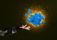 L'idée de nouvelles technologies et l'intégration ont présenté par le chiffre de cube Photographie stock libre de droits