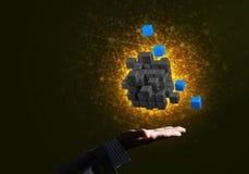 L'idea delle nuove tecnologie e dell'integrazione ha presentato dalla figura del cubo Immagine Stock