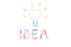 L'idea e la lampadina dalle graffette Fotografia Stock