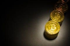 L'idea virtuale dorata di immagine della moneta di valuta di Bitcoins per tale a Fotografia Stock