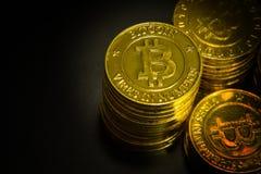 L'idea virtuale dorata di immagine della moneta di valuta di Bitcoins per tale a Fotografie Stock Libere da Diritti