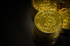 L'idea virtuale dorata di immagine della moneta di valuta di Bitcoins per tale a Immagine Stock Libera da Diritti