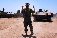 L'IDF forza i carri armati ed i veicoli muniti fuori della striscia di Gaza Fotografie Stock Libere da Diritti