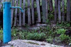 L'idrante tagliato blu fotografia stock