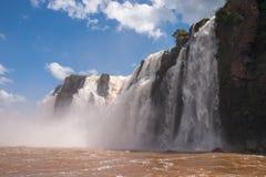 l'Iguacu tombe du bateau d'aventure Images libres de droits