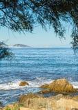L'Ile Rousse przeglądać od pustyni Des Agriates w Corsica Fotografia Stock