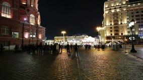 L'illumination et le Manege de vacances de Noël et de nouvelle année ajustent la nuit Moscou, Russie clips vidéos