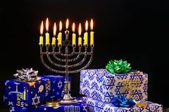 L'illuminazione Chanukah esamina in controluce la celebrazione Fotografia Stock