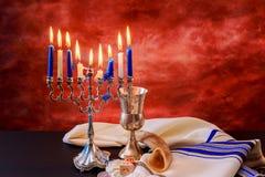 L'illuminazione Chanukah esamina in controluce la celebrazione Fotografie Stock Libere da Diritti