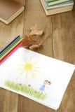 L'illustration de l'enfant sur la table en bois Images stock
