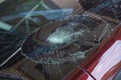l'illustration de véhicule des accidents 3d a isolé le blanc rendu la voiture en verre avant sont cassée image pour la voiture, v Photo libre de droits