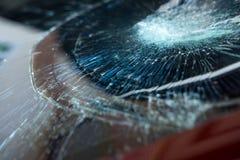 l'illustration de véhicule des accidents 3d a isolé le blanc rendu la voiture en verre avant sont cassée image pour la voiture, v Photos stock