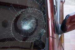 l'illustration de véhicule des accidents 3d a isolé le blanc rendu la voiture en verre avant sont cassée image pour la voiture, v Image libre de droits