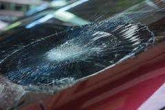 l'illustration de véhicule des accidents 3d a isolé le blanc rendu la voiture en verre avant sont cassée image pour la voiture, v Photo stock