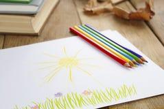 L'illustration du gosse sur la table en bois Photographie stock libre de droits