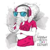 L'illustration du hippie d'éléphant s'est habillée dans le T-shirt, pantalon et dans les verres et les écouteurs Illustration de  Photographie stock