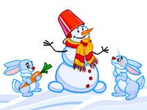 L'illustrazione del fumetto di un pupazzo di neve e due conigli e snowfl Immagini Stock Libere da Diritti