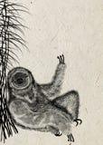 L'illustrazione della siluetta strutturata nera del bradipo, quello si siede sotto la canna del cespuglio su carta di riso beige Immagine Stock