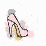 L'illustrazione di PrintFashion, schizzo di vettore, marca a caldo il fondo rosso della scarpa dei tacchi alti con inchiostro immagine stock libera da diritti
