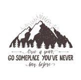 L'illustrazione disegnata a mano di viaggio di vettore della foresta e della montagna per la maglietta stampa o manifesto con la  Immagini Stock