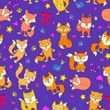 L'illustrazione senza cuciture con il fumetto divertente foxes su un fondo porpora Immagini Stock