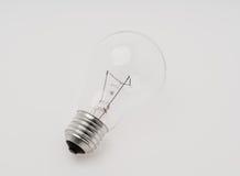l'image élevée d'ampoule du fond 3d a isolé le blanc léger de résolution Photographie stock libre de droits